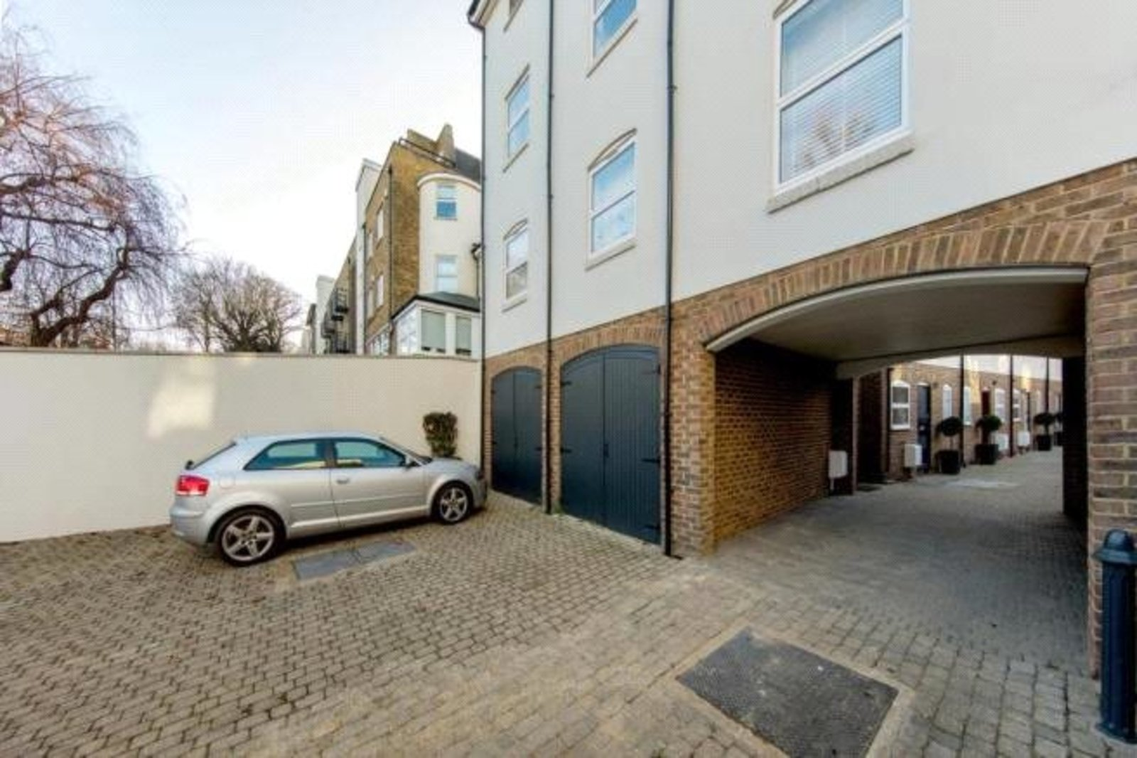 Abberley Mews, London, SW4-7