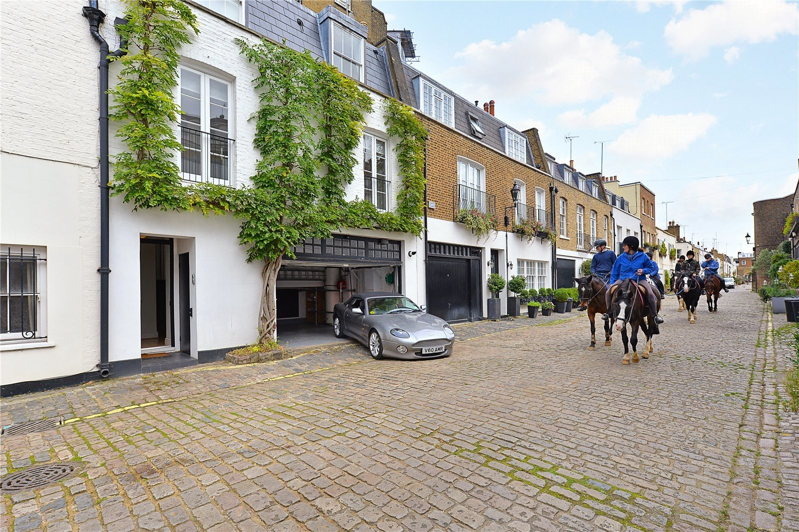 Hyde Park Gardens Mews, Bayswater, London, W2