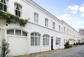 House to rent in Ennismore Gardens Mews, London