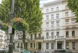 Flat to rent in Queens Gate, London