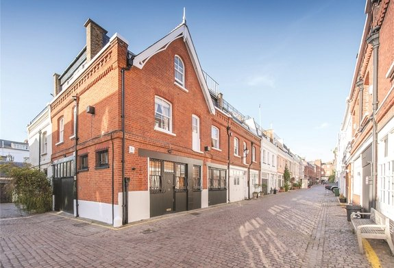 House to rent in Adam and Eve Mews, London