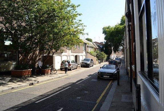 Cadogan Lane, Belgravia, London, SW1X