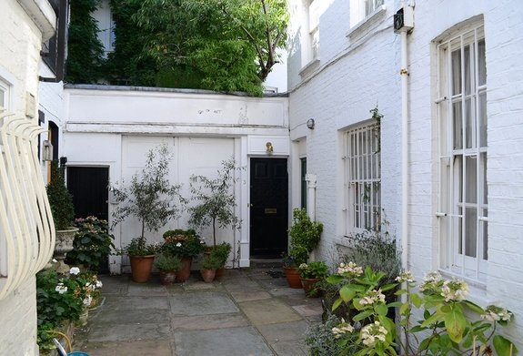 Capeners Close, Knightsbridge, London, SW1X