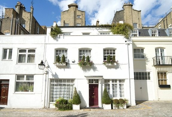 House to rent in Petersham Place, South Kensington