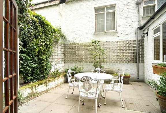 Flat to rent in Queens Gate Gardens, London